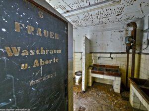 Blick in die WC-Anlage für Frauen