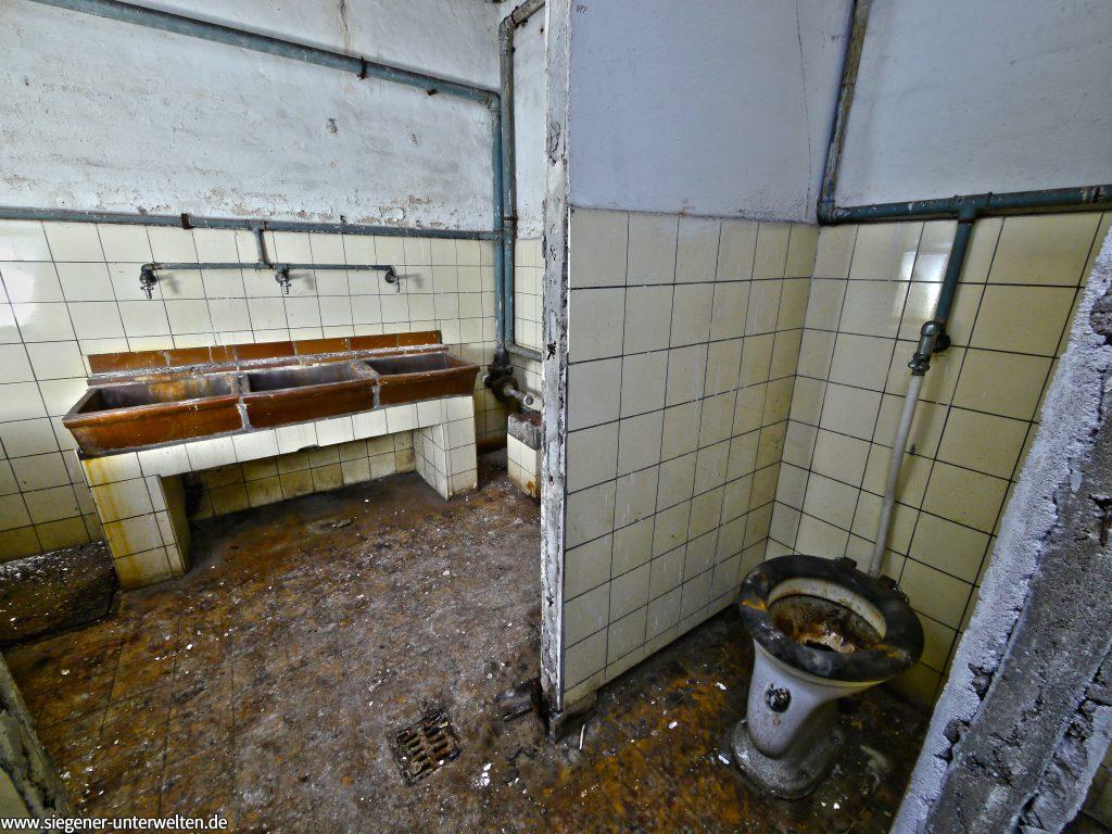 Die Toiletten im Frauen-WC